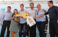 Prefeitura entrega chaves a 300 famílias beneficiadas pelo Minha Casa Minha Vida em Santa Cruz