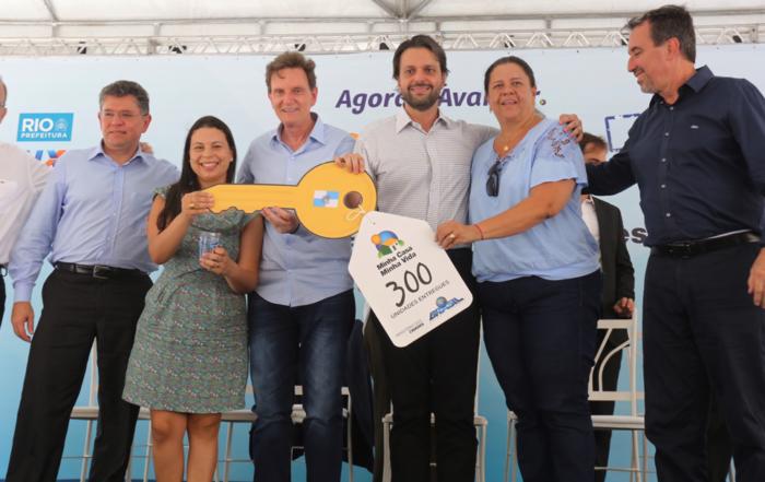 Crivella entrega 300 casas em Santa Cruz
