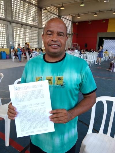 Prefeito assina contrato que vai beneficiar mais 140 famílias na Juliano Moreira